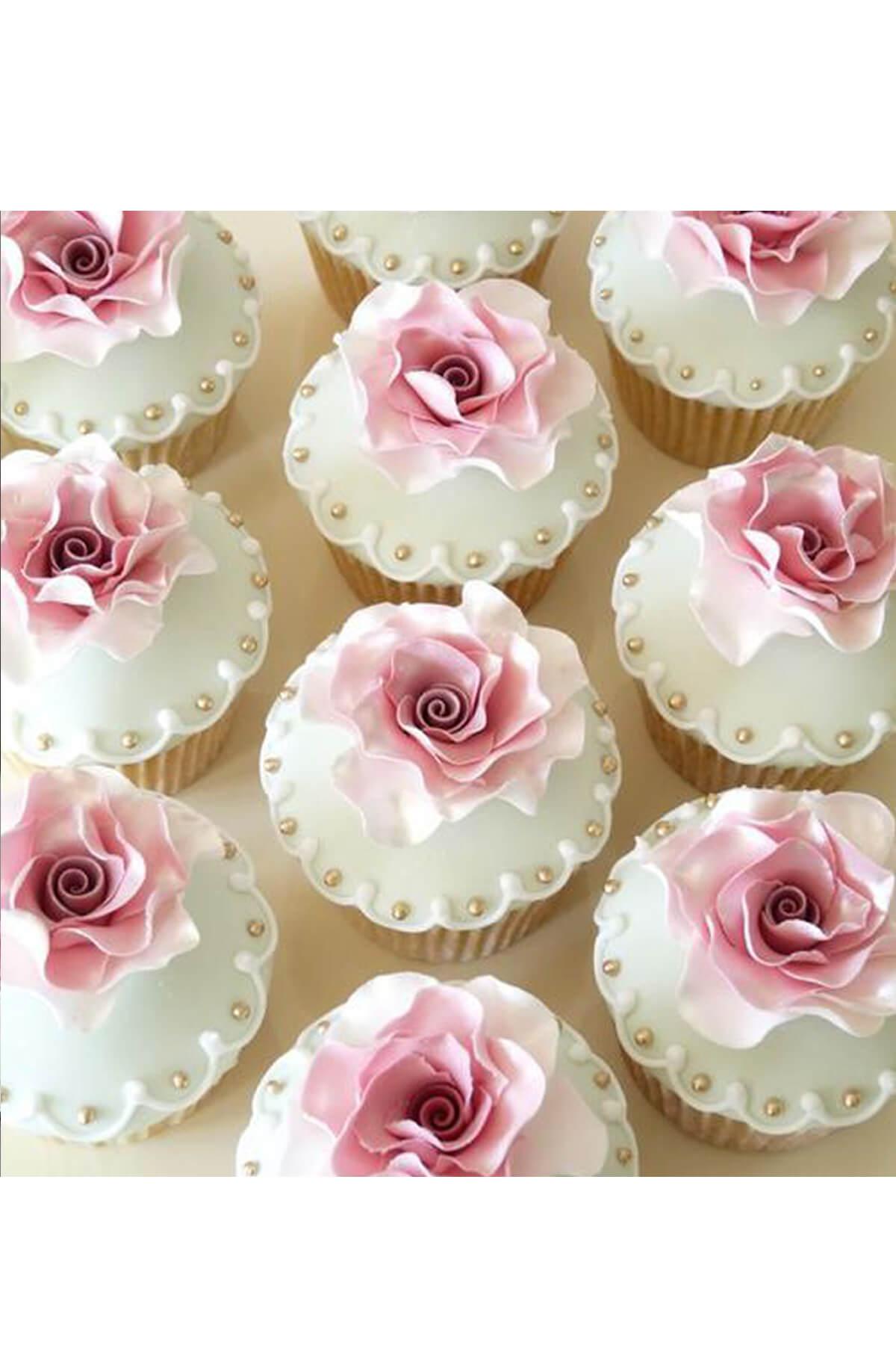 Cupcake tạo hình đoá hoa hồng phấn cánh mỏng nhẹ siêu sống động, xinh đẹp và tinh tế tặng người phụ nữ bạn yêu