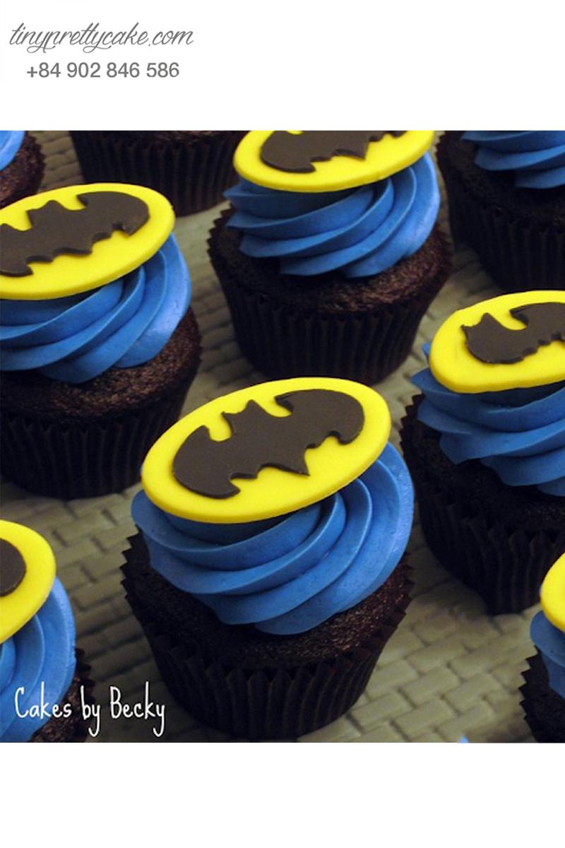 Bánh cupcake logo hình Batman tặng sinh nhật các bé