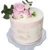 Bánh kem trang trí bằng hoa tươi đẹp tinh khôi