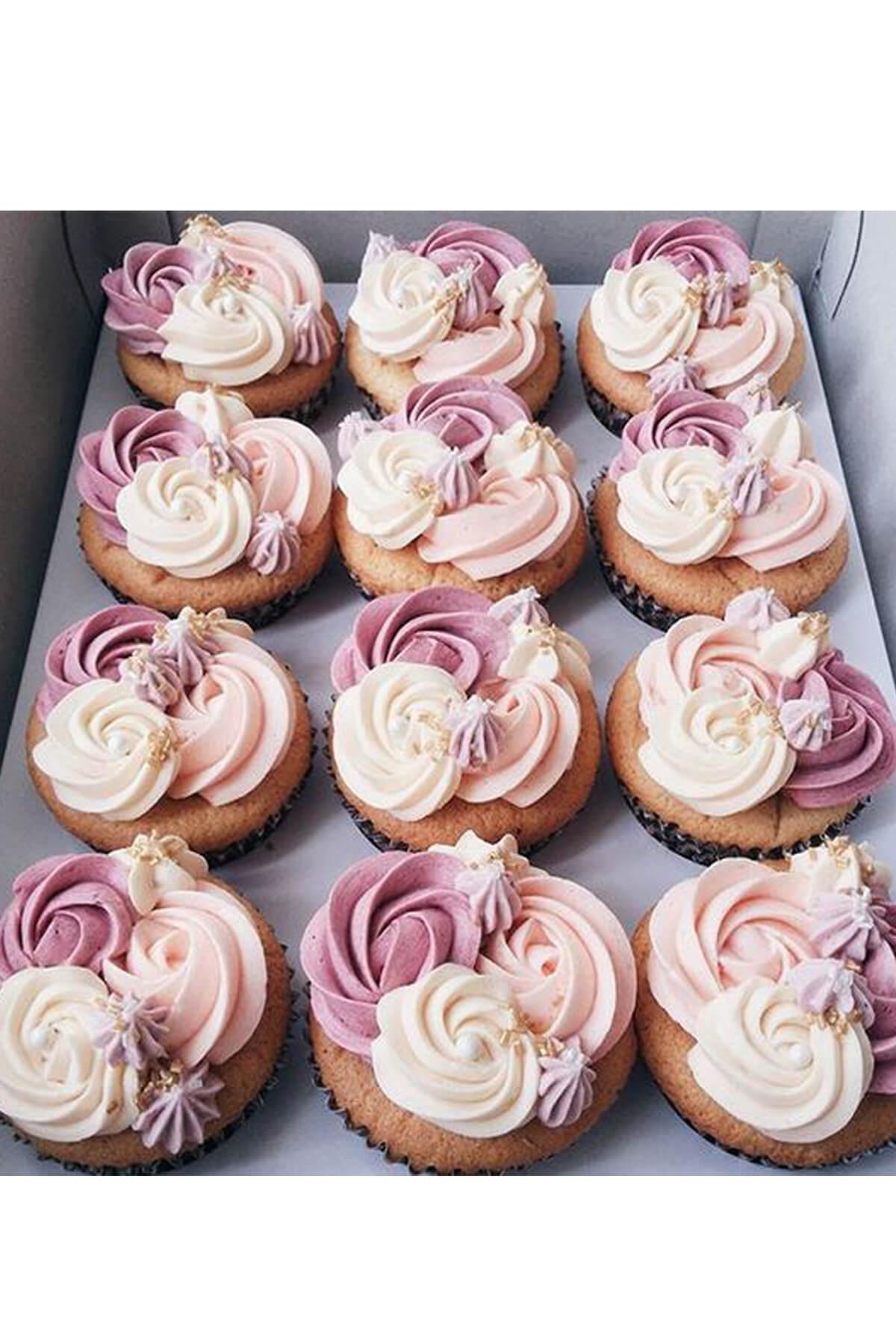 Cupcake xoắn kem nụ hoa dễ thương tặng người phụ nữ bạn yêu