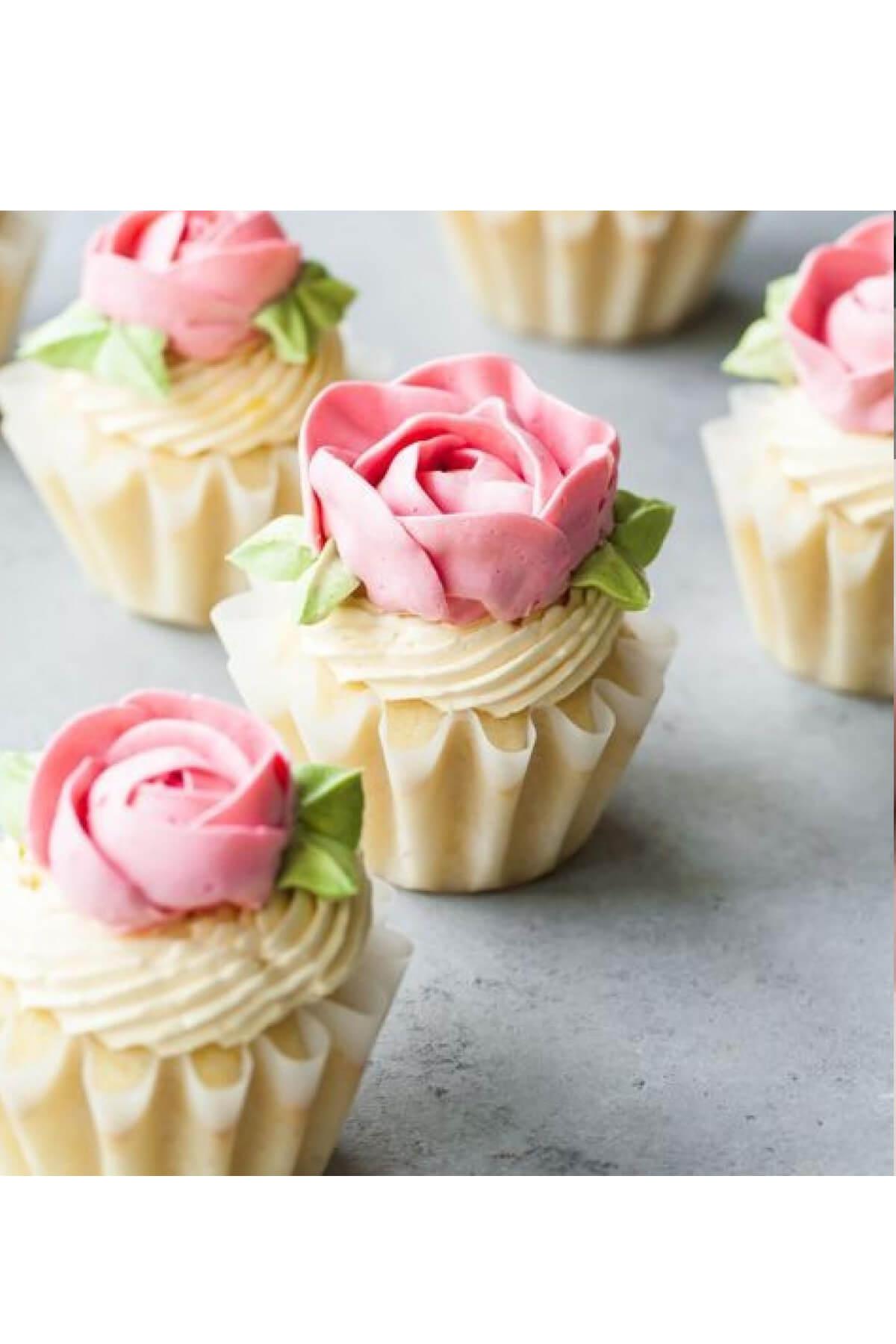 Cupcake hoa hồng kem bơ nhẹ nhàng, duyên dáng