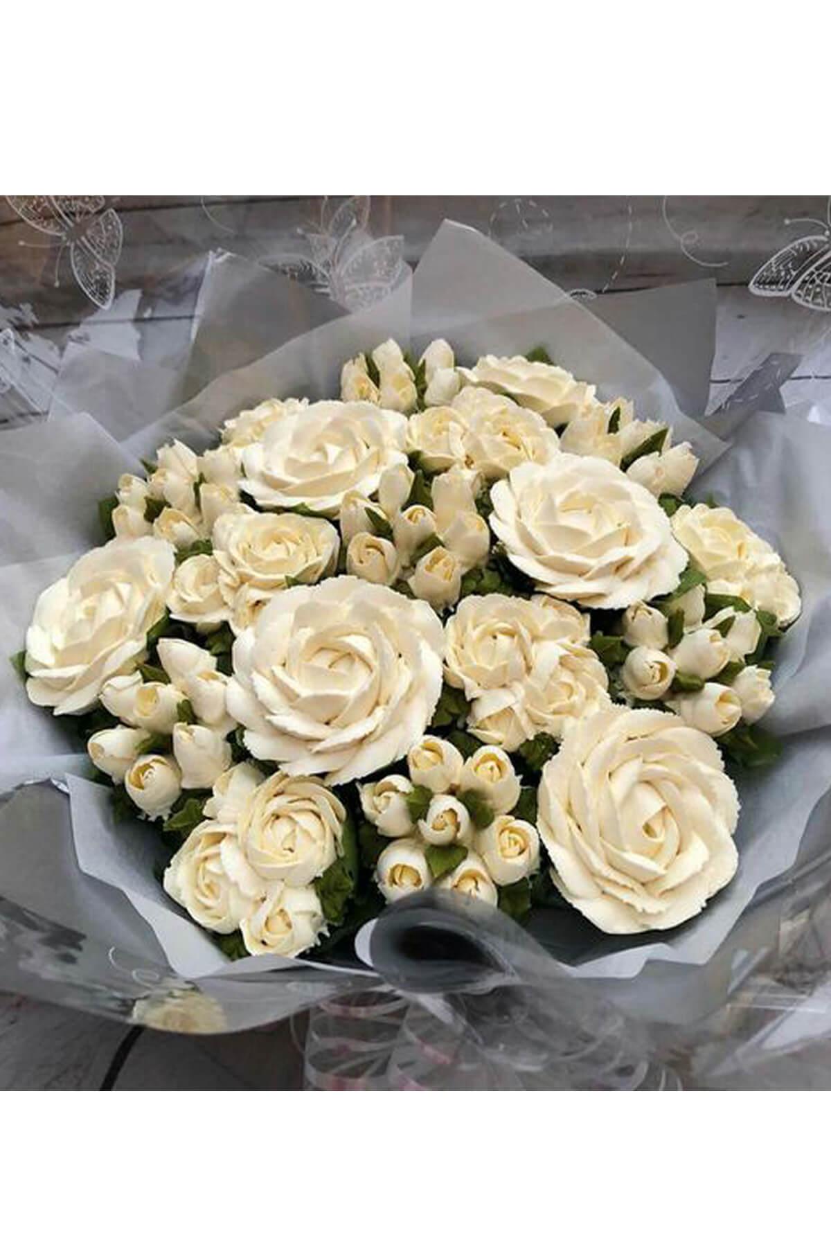 Bó hoa hồng cupcake xoắn kem xen lẫn hoa tươi xinh đẹp và mới lạ