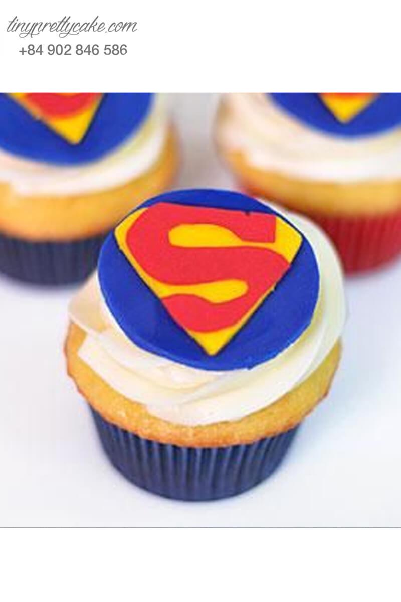 Bánh cupcake logo superman cực ngầu mừng sinh nhật các bé