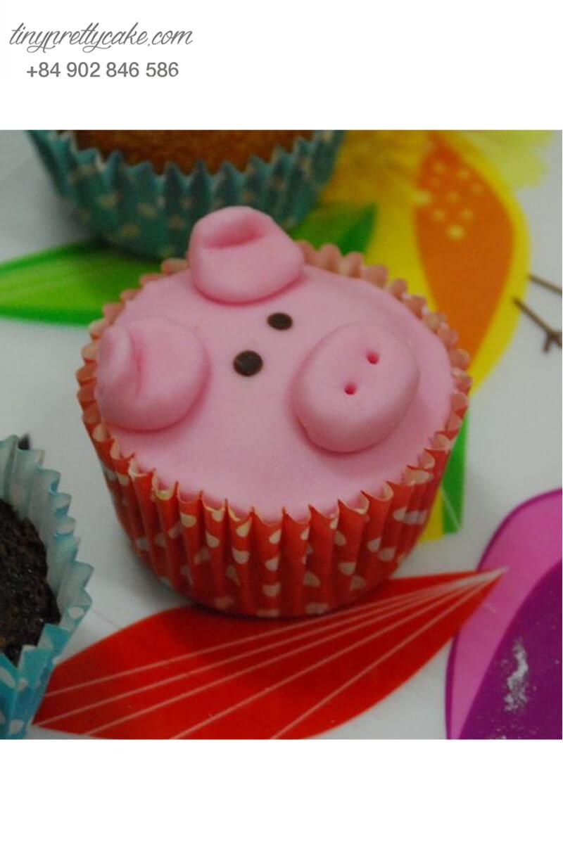 Bánh Cupcake chú heo mộng mơ dành tặng sinh nhật các bé