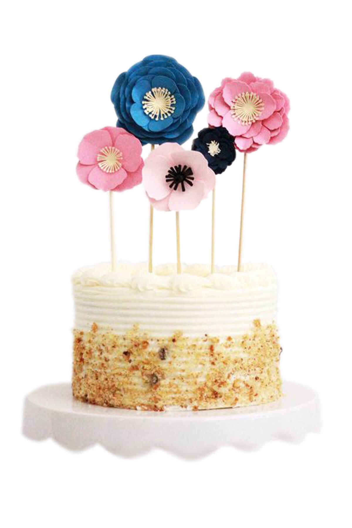 Bánh kem cắm hoa mẫu đơn tạo hình từ fondant đẹp dịu dàng, tinh tế