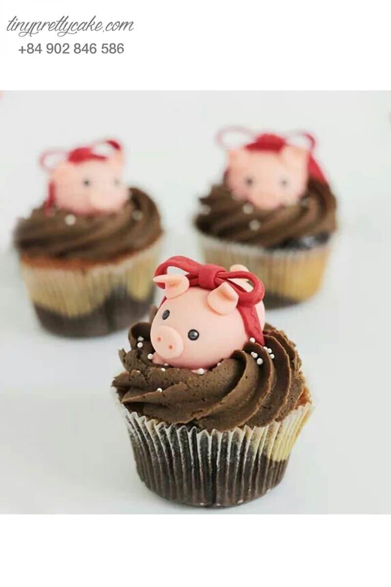Bánh Cupcake hình chú heo đáng yêu tặng sinh nhật các bé