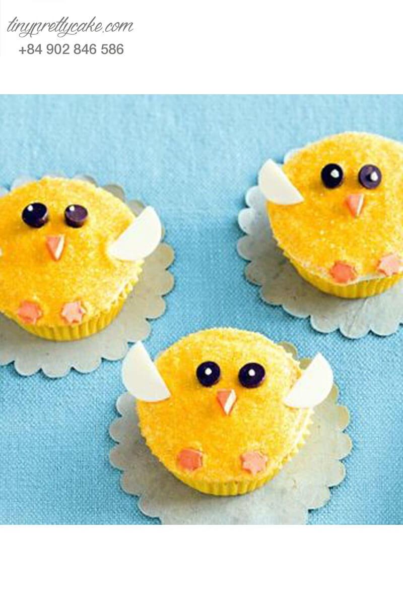 Bánh Cupcake hình chú gà con đang bay vui nhộn mừng sinh nhật cho các bé