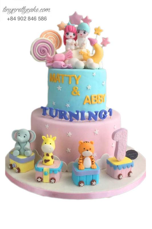 Bánh sinh nhật hai tầng tạo hình em bé siêu đáng yêu cho các bé sinh đôi (BF0926)