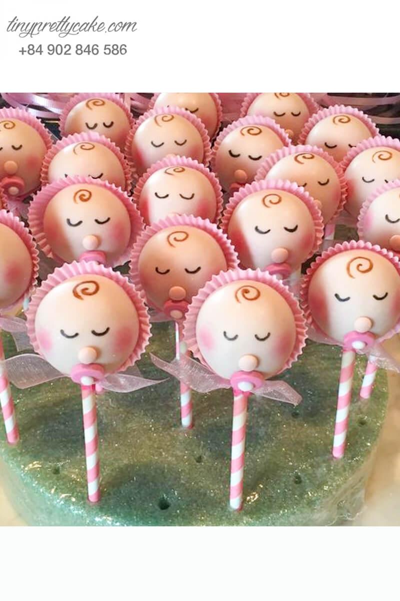 Bánh cakepop tạo hình baby đang ngậm ti đáng yêu mừng sinh nhật bé gái