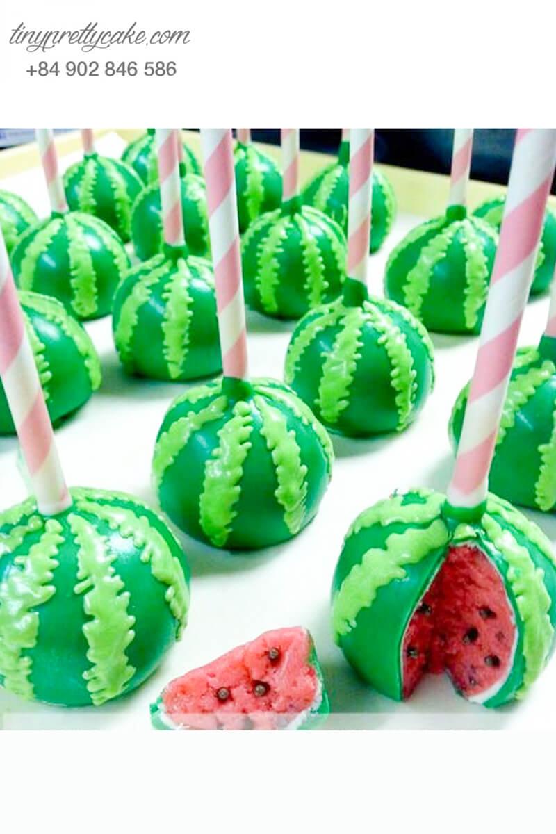 Bánh cakepop tạo hình quả dưa hấu đẹp mắt để trang trí tiệc sinh nhật cho các bé