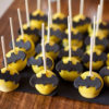 Bánh cakepop tạo hình biểu tượng của Batman dành tặng các bé trai ngày sinh nhật