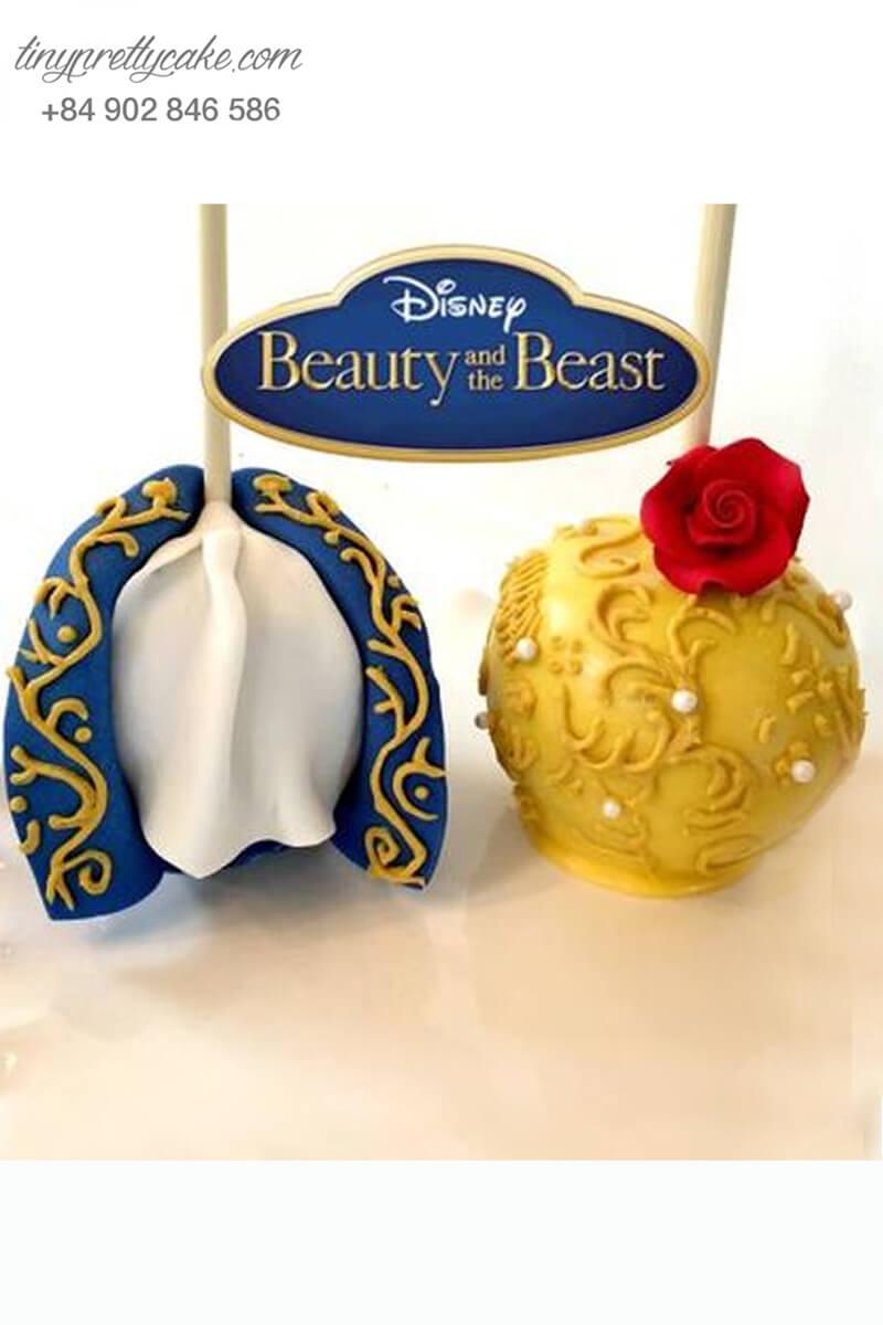 Set 2 bánh cakepop tạo hình bộ trang phục của Bella và chàng hoàng tử vô cùng lộng lẫy dành tặng các bé nhân dịp sinh nhật