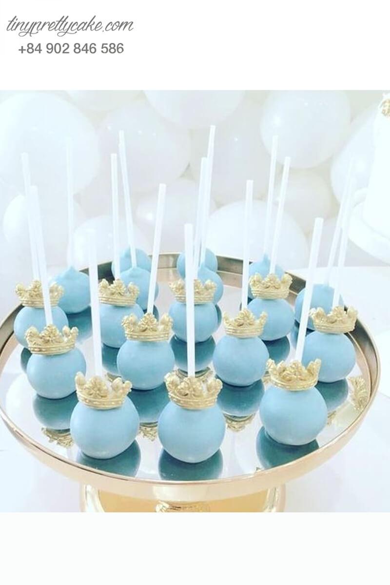 Bánh cakepop tạo hình theo chủ đề của Lọ Lem để trang trí cho bữa tiệc sinh nhật bé gái
