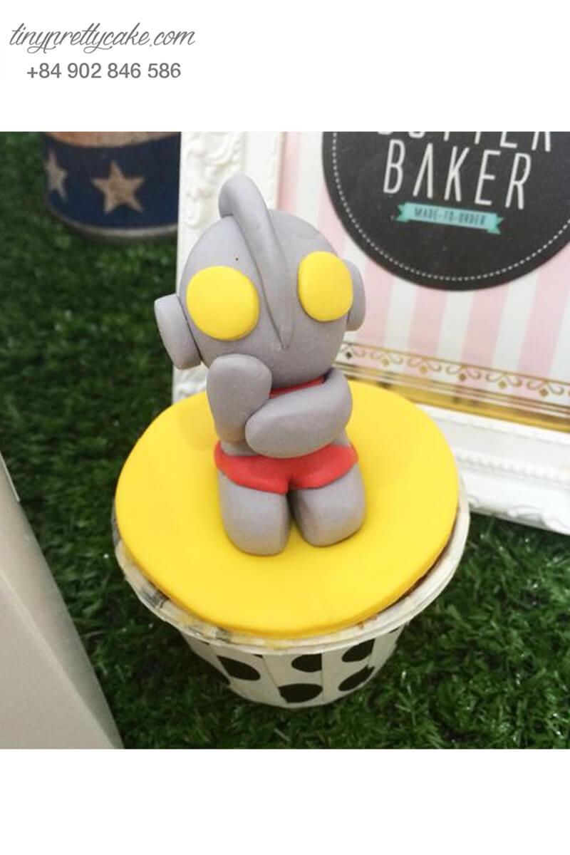 Bánh cupcake siêu nhân đáng yêu mừng sinh nhật các bé trai