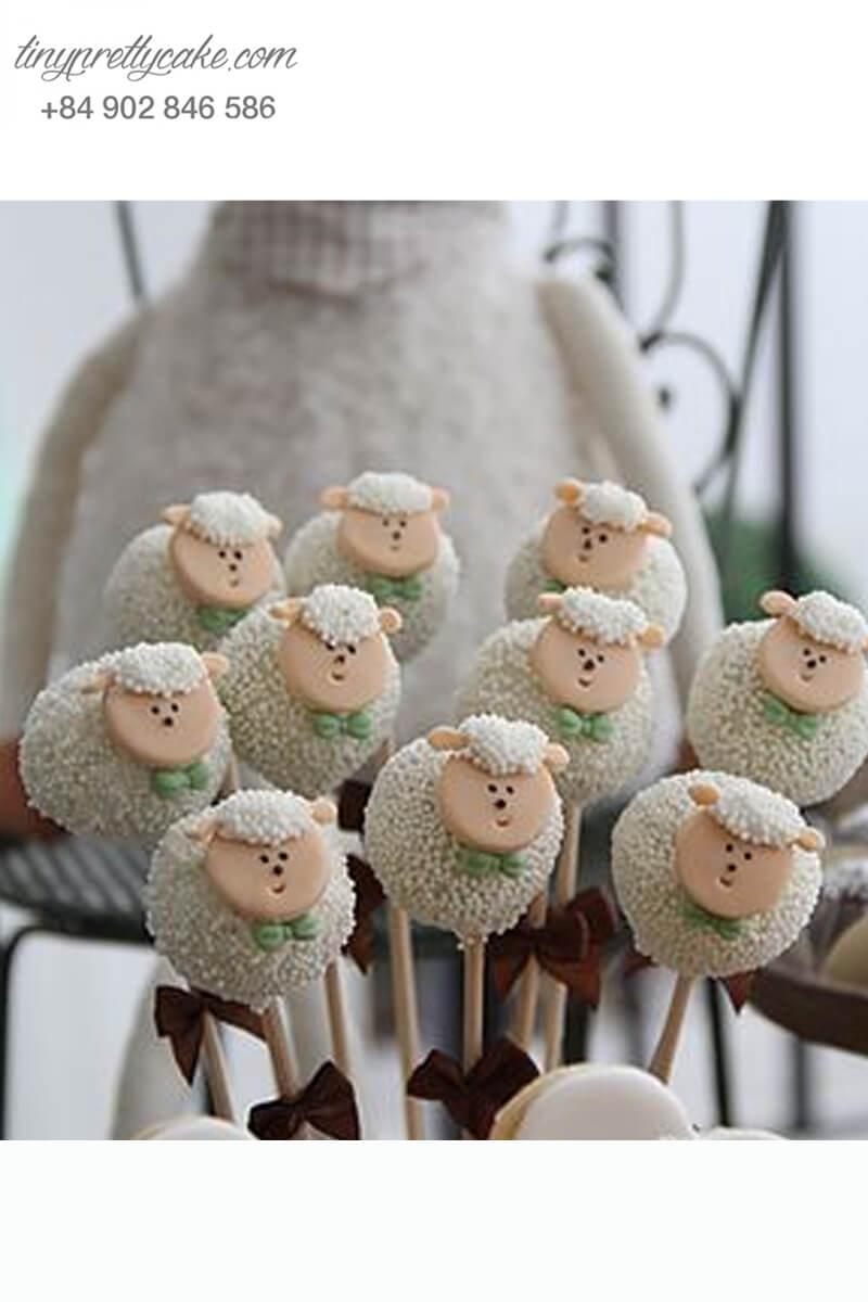 Bánh cakepop những chú cừu con ngơ ngác dễ thương dành tặng các bé ngày sinh nhật