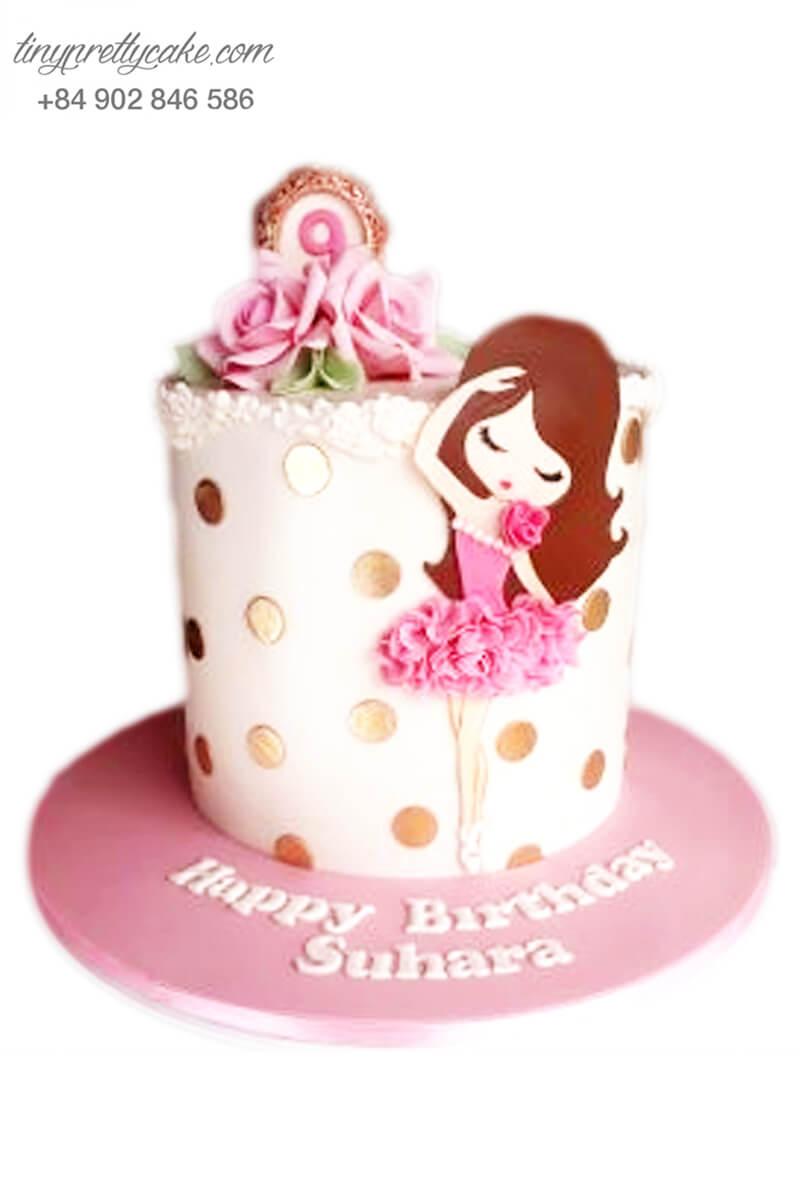 Bánh kem hoa và cô gái