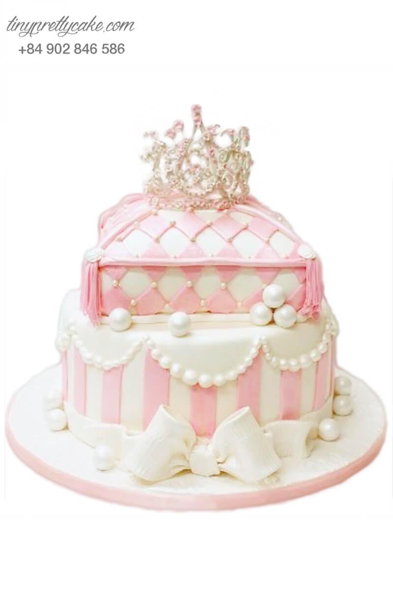 Bánh sinh nhật hai tầng tạo hình vương miện và chiếc gối cho bé gái (BF1160)