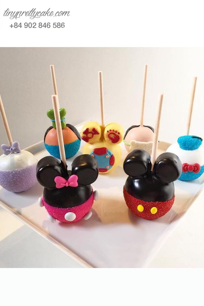 Set 7 bánh cakepop tạo hình những nhân vật Mickey và Donald để trang trí tiệc sinh nhật cho các bé