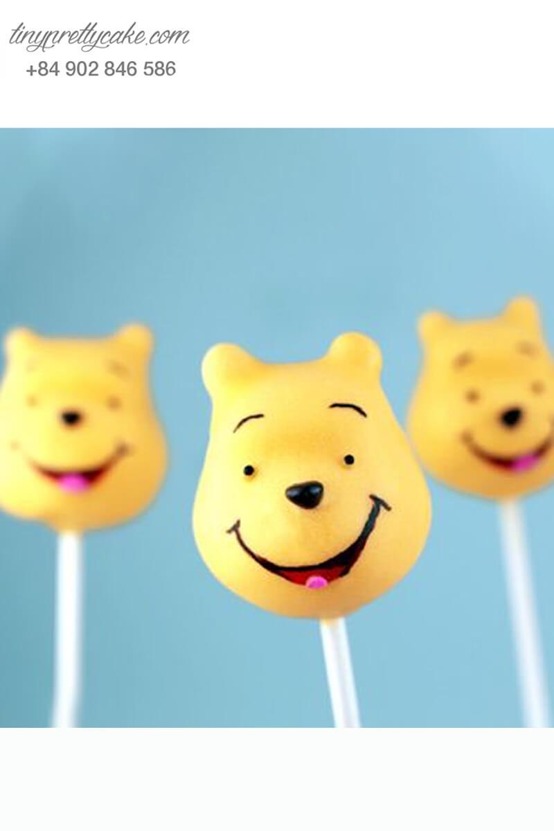 Bánh cakepop hình gấu Pooh cười dễ thương mừng sinh nhật các bé