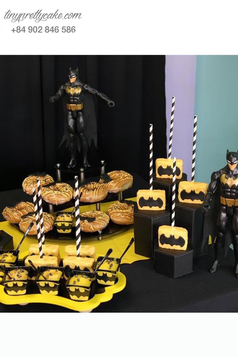 Bánh cakepop tạo hình theo chủ đề Batman độc đáo dành tặng các bé trai ngày sinh nhật