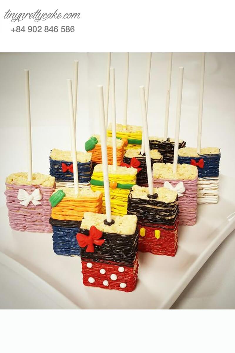 Set 12 bánh cakepop tạo hình trang phục của nhân vật Mickey và Donald để trang trí tiệc sinh nhật cho các bé
