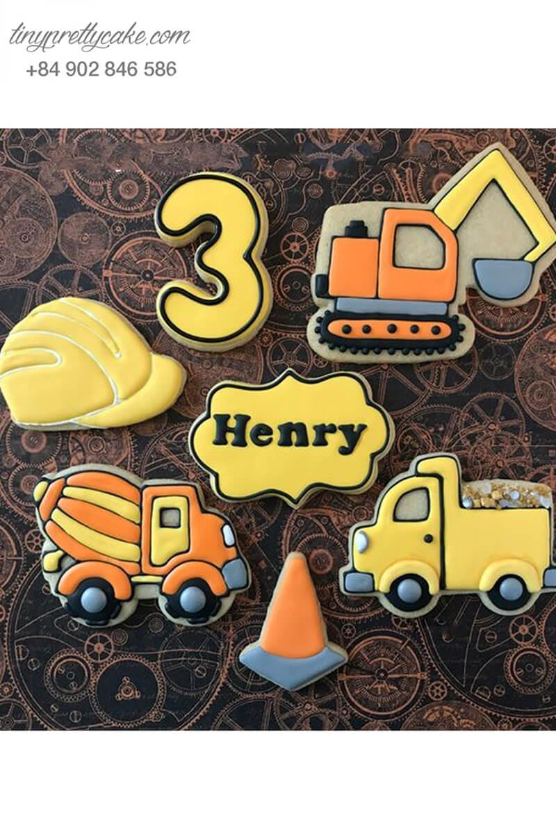 Set 7 Cookie hình combo xe xúc và mũ công trường dành tặng bé trai nhân dịp sinh nhật