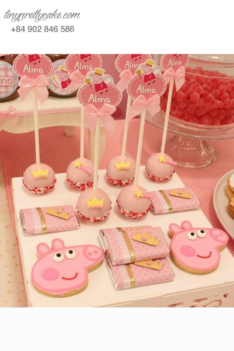 Bánh cakepop tạo hình chú heo Peppa hồng pastel và vương miện để trang trí tiệc sinh nhật, đầy tháng cho bé gái