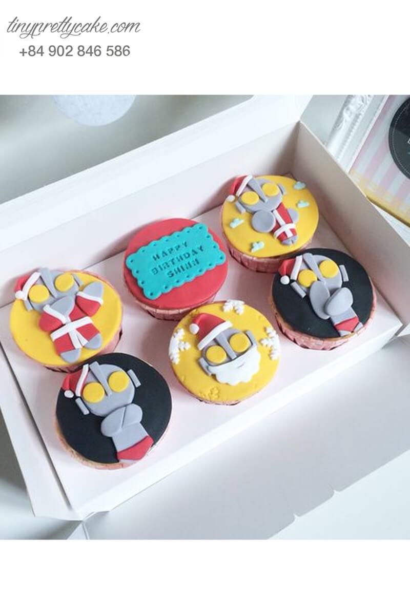 """Set 9 Cupcake """"siêu nhân Noel"""" mừng sinh nhật các bé trai"""
