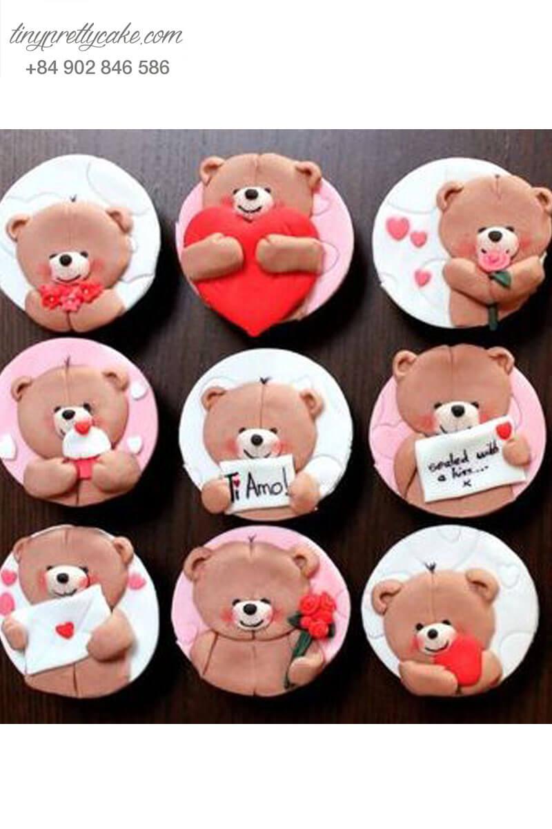 Set 12 cupcake hình gấu với nhiều cử chỉ yêu thương mừng sinh nhật hoặc lễ tình nhân Valentine