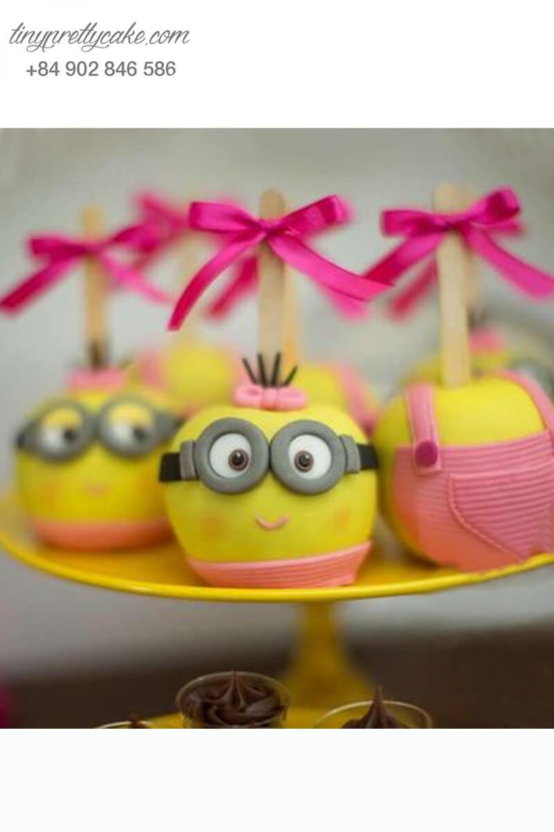 Set 3 bánh cakepop tạo hình Minion áo hồng dễ thương để trang trí tiệc sinh nhật cho các bé
