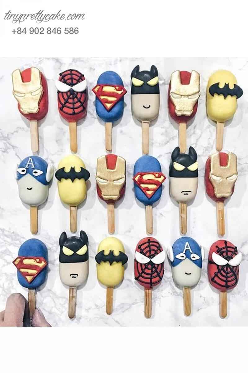 Set 18 bánh cakepop tạo hình cây kem các siêu anh hùng Avenger dành cho các bé trai ngày sinh nhật