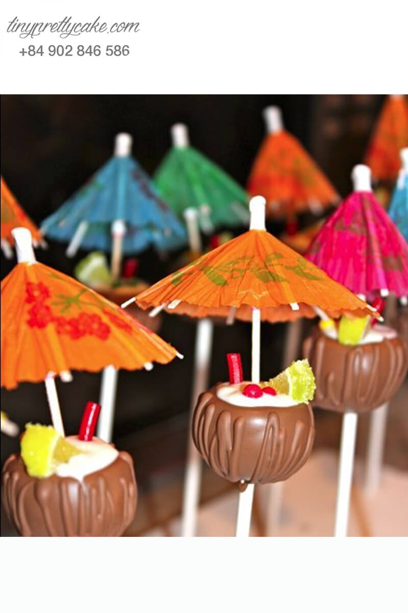 Bánh cakepop tạo hình trái dừa cùng cây dù độc lạ để trang trí tiệc sinh nhật cho các bé