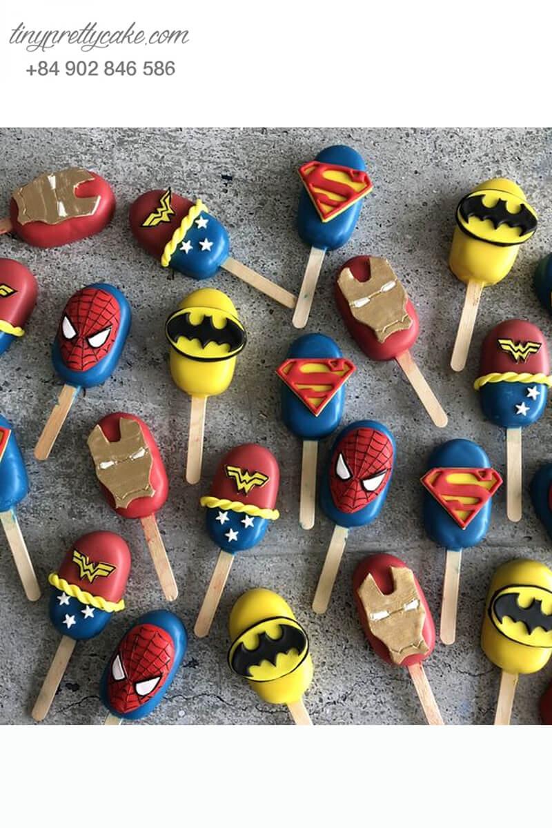 Set 20 bánh cakepop tạo hình cây kem các siêu anh hùng Avenger dành cho các bé trai ngày sinh nhật