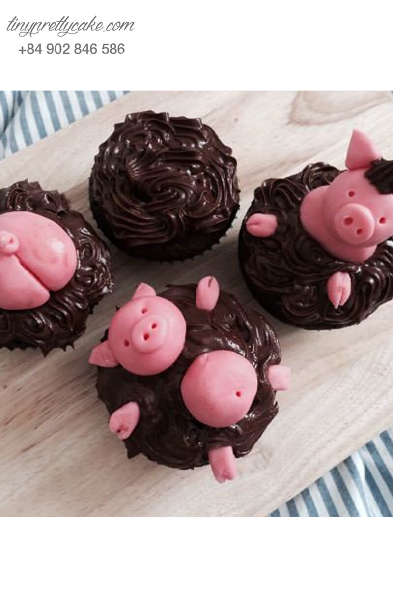 """Set 4 Cupcake chú heo đang tắm """"socola"""" mừng sinh nhật, đầy tháng các bé"""