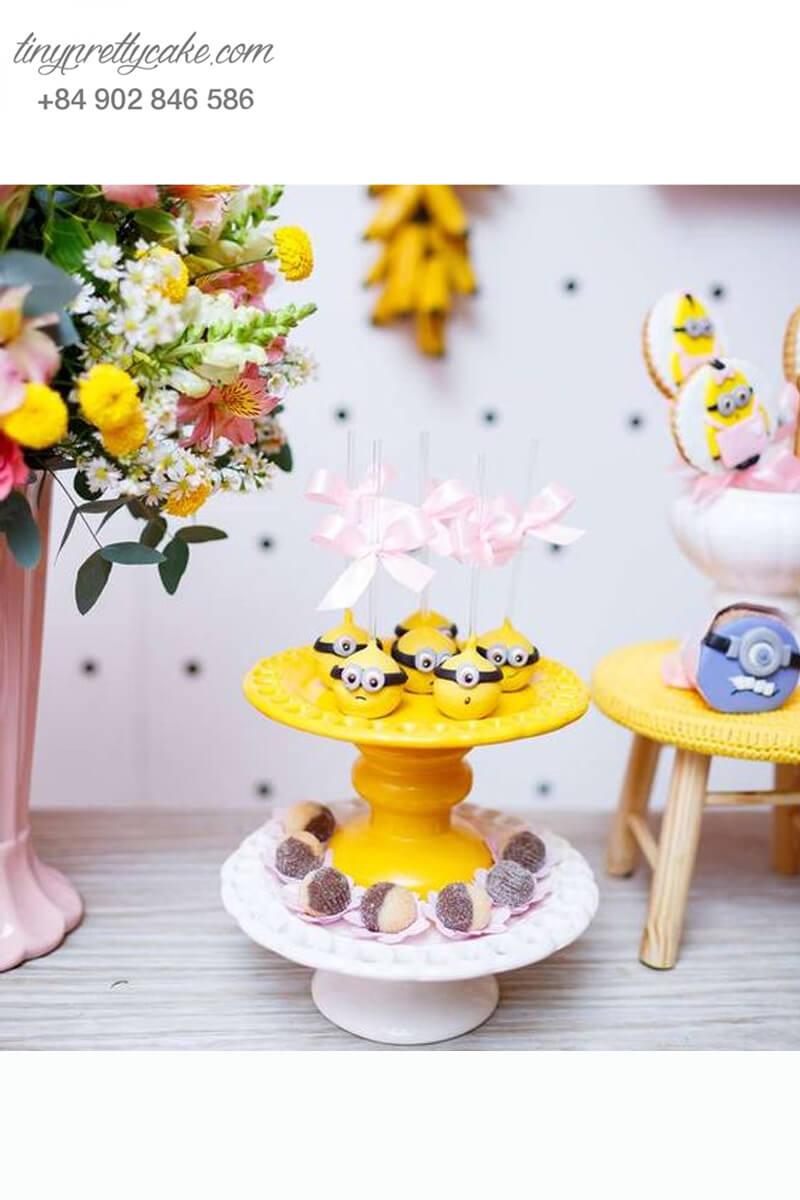 bánh cakepop tạo hình Minion nơ hồng dễ thương để trang trí tiệc sinh nhật cho các bé