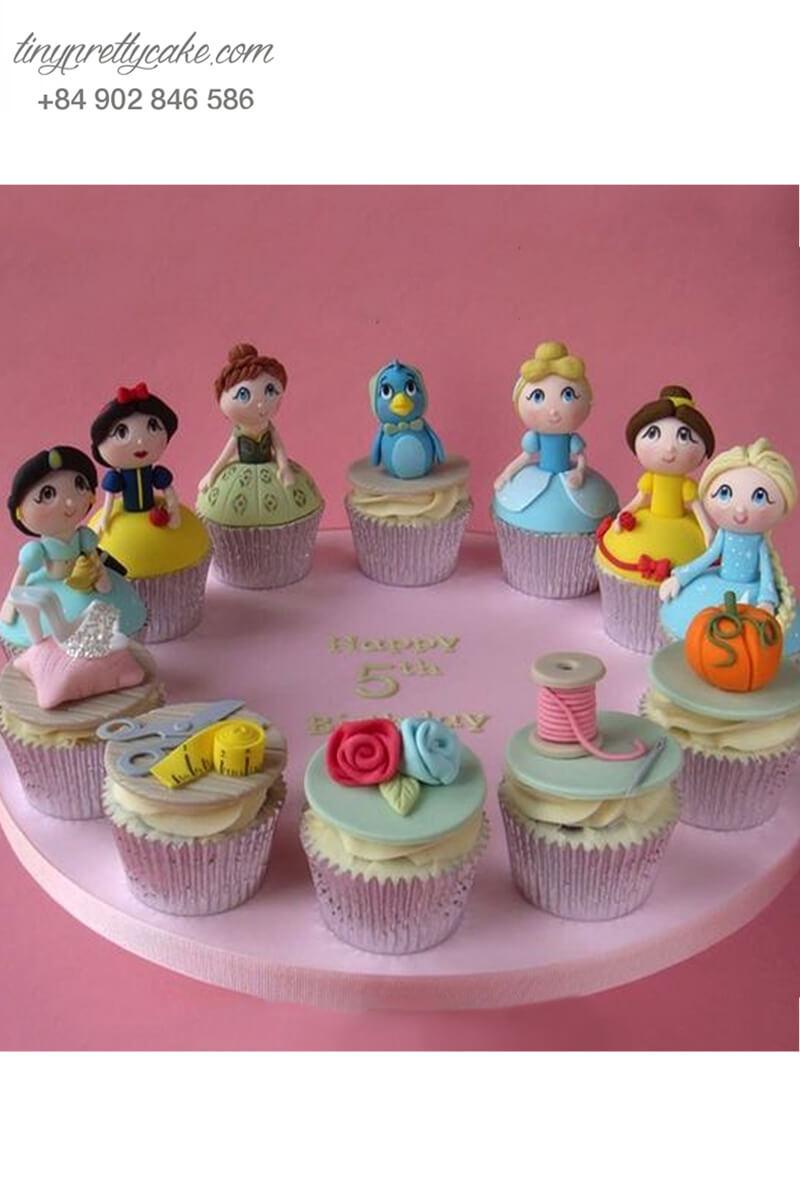 """Set 12 cupcake """"Lạc vào xứ sở của các nàng công chúa xinh đẹp"""" mừng sinh nhật các bé gái"""
