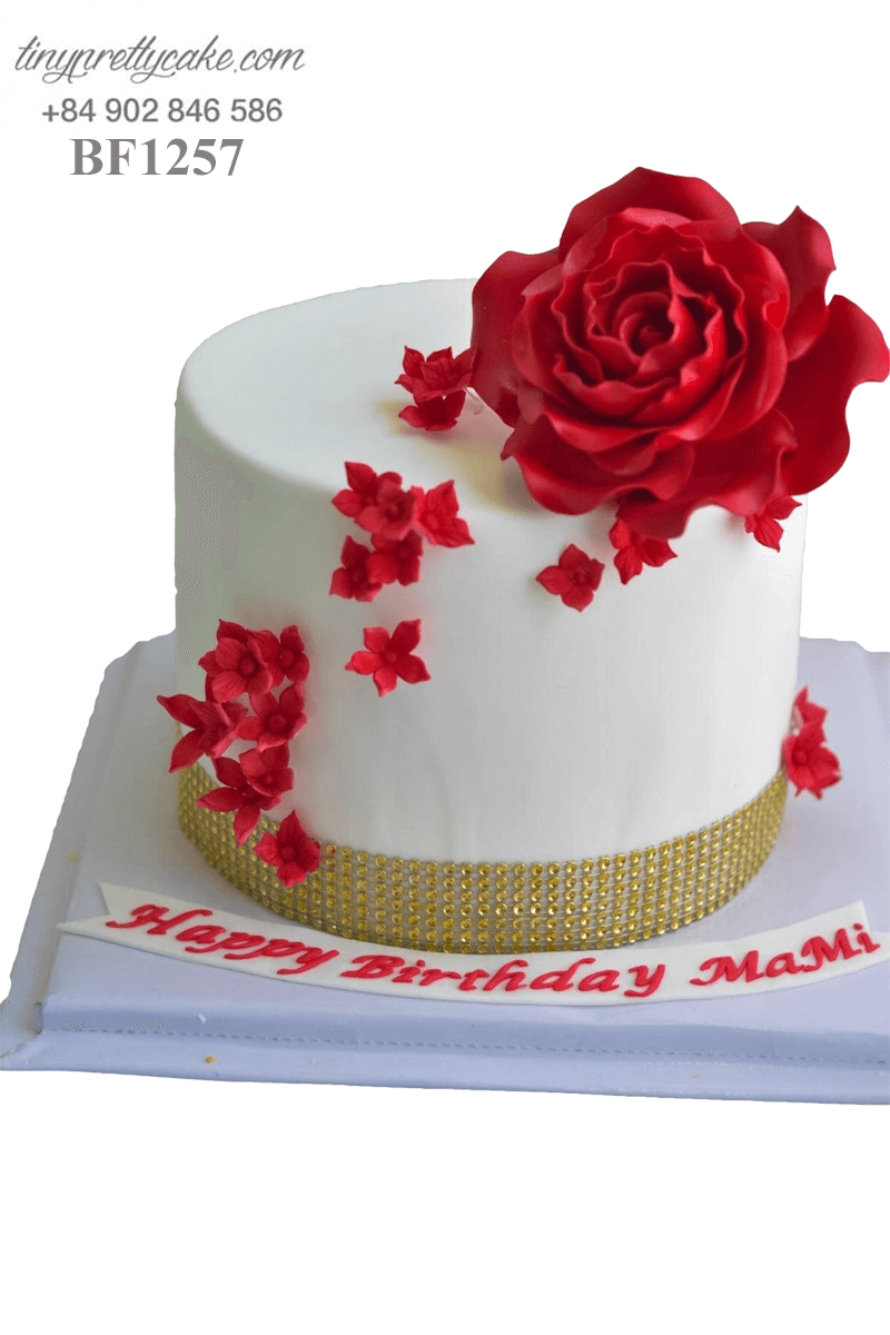 Bánh kem hoa hồng rực rỡ dành tặng sinh nhật các bé gái