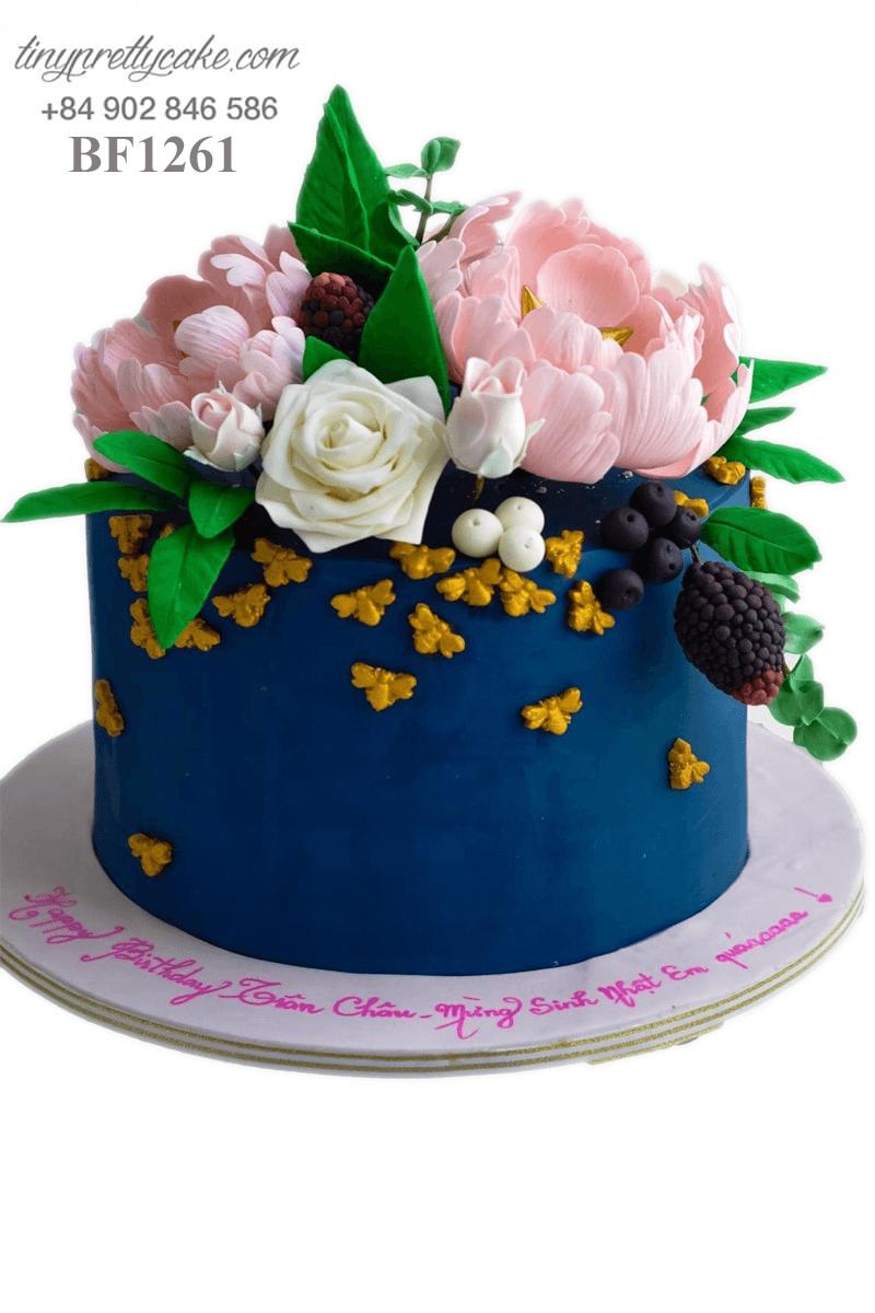 Bánh kem hình hoa tươi nhẹ nhàng dành tặng sinh nhật các bé gái