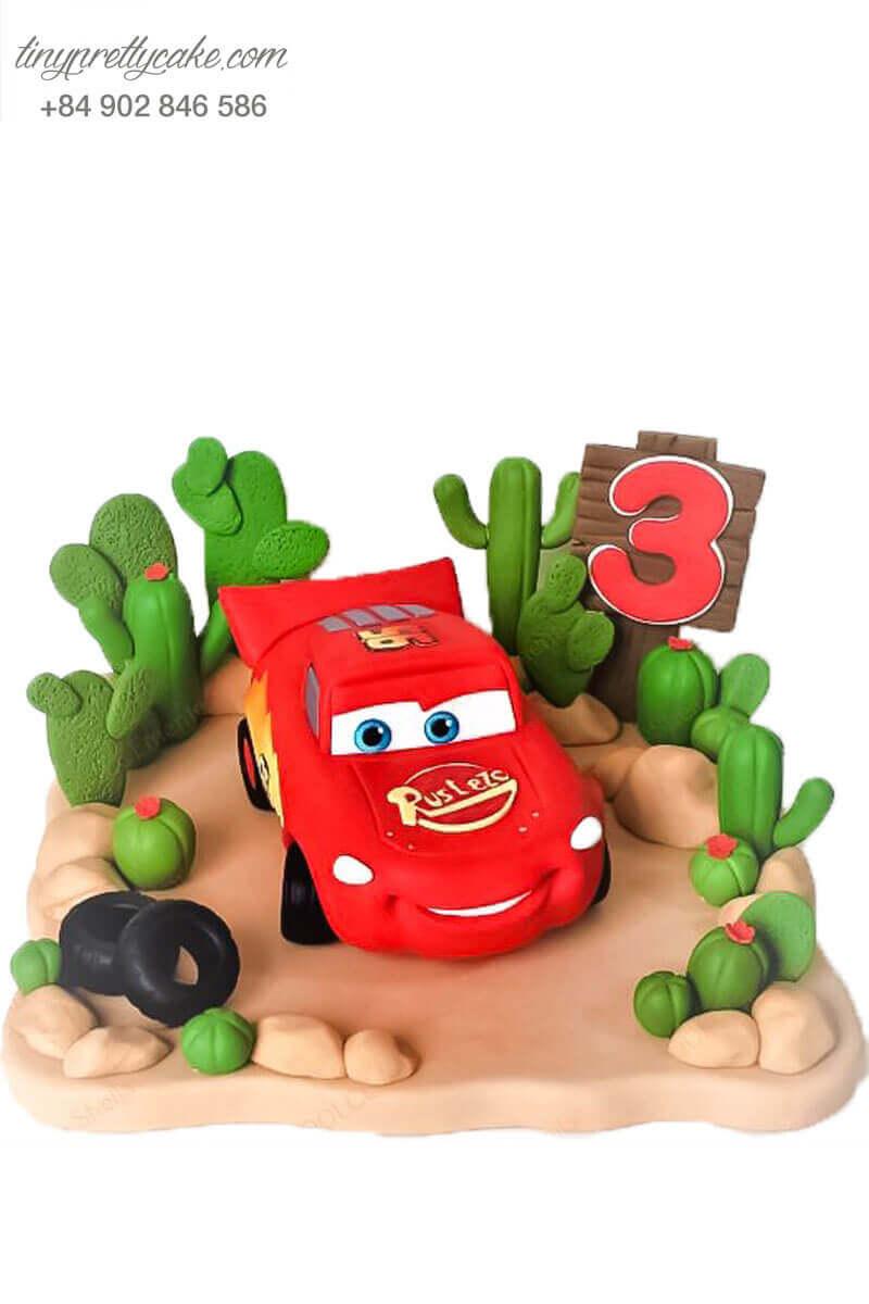 Bánh fondant xe đỏ tia chớp
